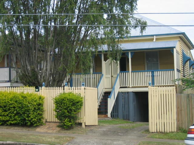 yellow Queenslander before renovations